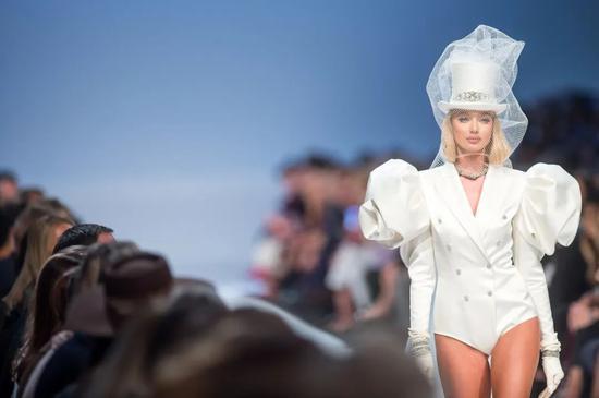 立陶宛时装秀图片来源:新华社